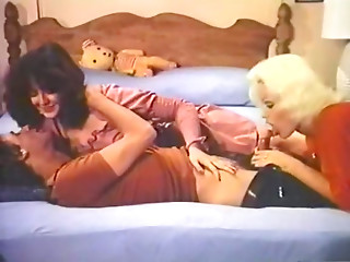 Kissing,Vintage,Threesome,Brunette,Housewife,MILF,Wife,Car Sex,Slut,Blonde,Blowjob