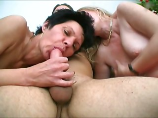 Ass licking,Grannies,Stockings,BBW,Brunette,Threesome
