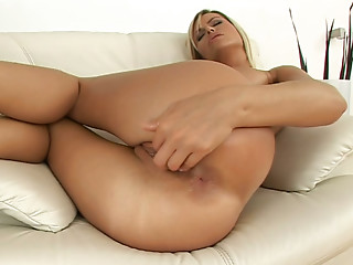 Solo,Handjob,Big Ass,Big Boobs,Blonde,Fingering,High Heels,Masturbation