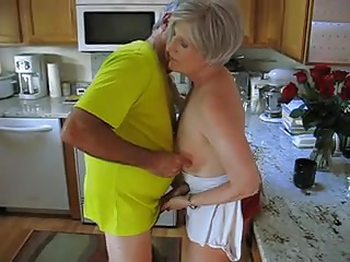 Kitchen,Mature,Grannies