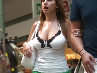 Voluptuous Voyeur Cleavage In Mall