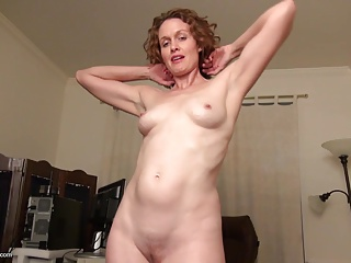 Real amateur housewife mom feeding her pussy