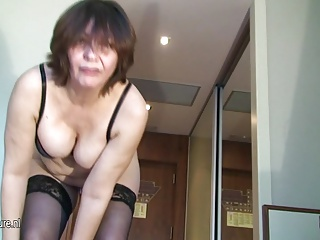 Grannies,Amateur,Mature,MILF,Pissing,Stockings
