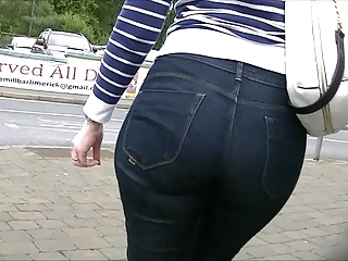 Candid round ass milf in jeans