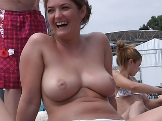 Outdoor,Big Boobs,Voyeur,Natural
