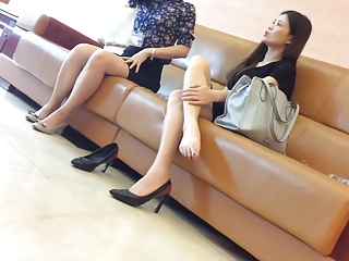 Candid brunette dangling flays at airport shoeplay feet