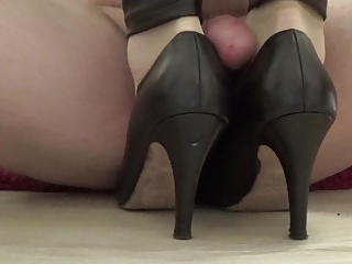 High Heels,Nylon,Handjob,Amateur,Foot Fetish,Cumshot
