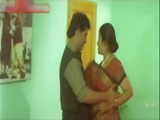 Hot Indian Aunty try to satisfy her Customer in Hotel