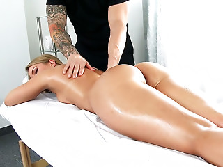 Bootie Blessed Candice Dare Loves a Naughty Massage!