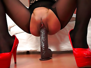 Flexible,MILF,High Heels,Sex Toys