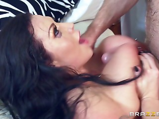 Black-haired MILF taking the curly guy's dick deep into cunny