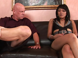 Bald guy with lots of experience gives the tanned girl what she needs