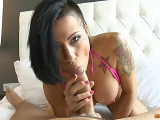 Chick flashing her tats before they have POV sex