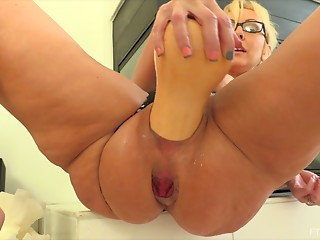 Solo,Big Ass,Close-up,Fisting,MILF