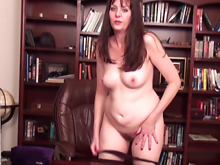 MILF,Lingerie,Natural,Solo,Babe,Brunette,Chubby