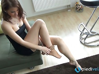 Foot Fetish,Nylon,Hardcore,Amateur,Solo,Upskirt,Fetish,Stockings,Brunette