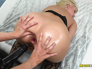 Anal,Lesbian,Oiled,Strapon