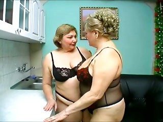 Anna and Yolanda make out and lick each other's cunts in lesbian scene