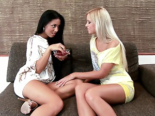 Lesbian,Babe,Fingering,Reality,Beautiful