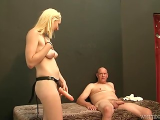 Rylie Richman plays dirty games with her tight-assholed BF