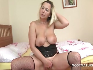 Solo,Mature,Big Boobs,Fingering,Lingerie,Stockings,Masturbation