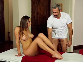 Mature masseur and a hot babe